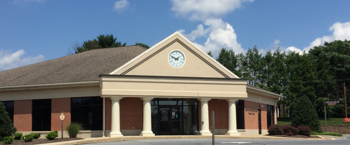 Exterior image of the Ephrata National Bank in the Cloister PA location
